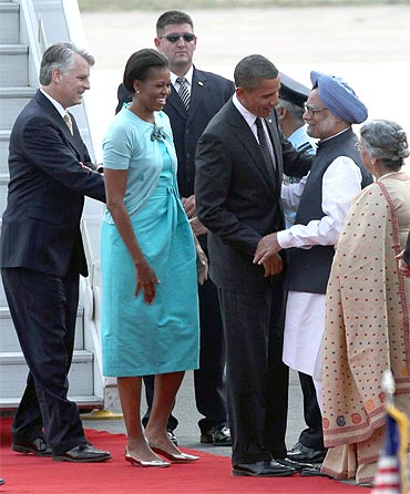 Obama and First Lady Michelle Obama received by Prime Minister Manmohan Singh and Gursharan Kaur