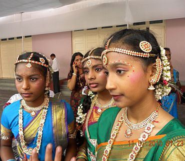 Abigail Pillay (centre) with other Diya dancers