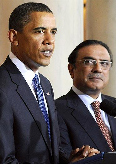 Pakistan President Asif Ali Zardari with President Barack Obama at the White House