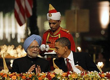 US President Barack Obama speaks with India's Prime Minister SIngh at Rashtrapati Bhavan in New Delhi
