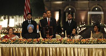 Presdient Obama speaks at the state dinner at Rashtrapati Bhavan