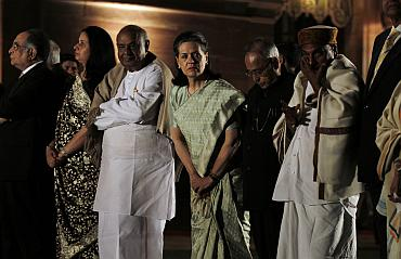 AK Antony, Pranab Mukherjee, Sonia Gandhi and HD Deve Gowda wait to greet Barack Obama
