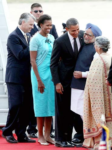 The Obamas and the Singhs at Palam airport, November 7