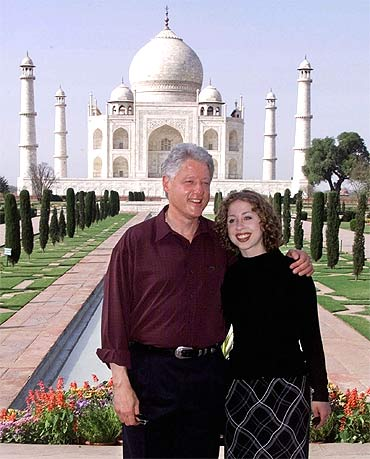 US President Bill Clinton with daughter Chelsea at the Taj Mahal during his visit in 2000