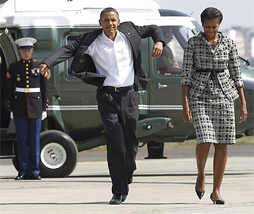 President Obama and US first lady Michelle Obama walk from Marine One to Air Force One in Mumbai