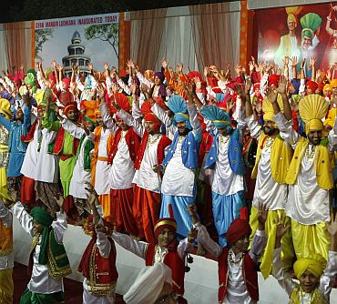 The record breaking Bhangra