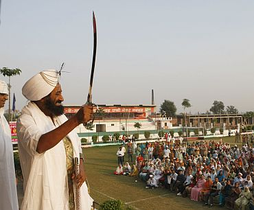 Sri Sri at Jhakkar village in Amritsar