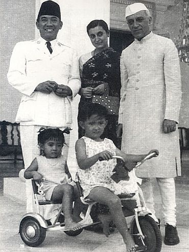 Indonesian President Sukarno with son Guntur Sukarnoputra and daughter Megawati Sukarnoputri while receiving Prime Minister Jawaharlal Nehru and his daughter Indira Gandhi
