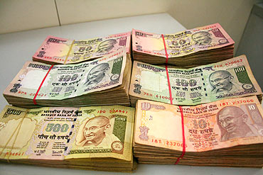 Pakistan needs to monitor the flow of fake currency to India