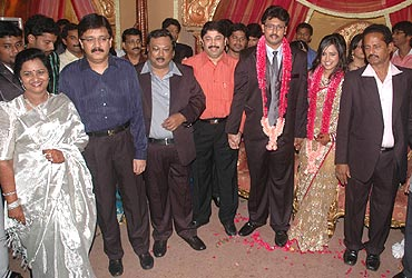 Kalanidhi Maran and Dayanidhi Maran with the couple