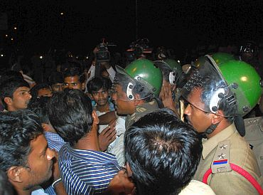 University students clash with policemen