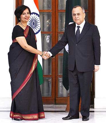 Foreign Secretary Nirupama Rao with her Pakistani counterpart Salman Bashir in New Delhi