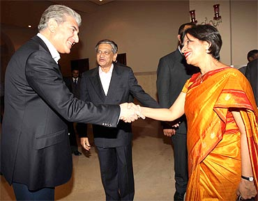 Pakistan Foreign Minister Shah Mahmood Qureshi greets Foreign Secretary Nirupama Rao during an informal dinner
