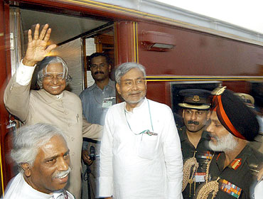 Former President A P J Abdul Kalam with then railway minister Nitish Kumar in  Harnaut, Bihar