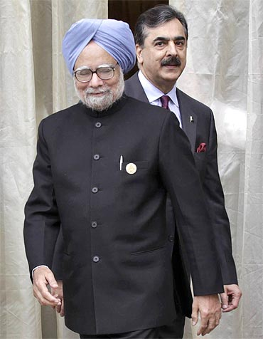 Prime Minister Manmohan Singh and his Pakistani counterpart Yusuf Raza Gilani at the SAARC summit in Bhutan