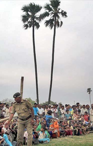 A small crowd awaits Lalu at an election rally in Revelganj, Bihar, 2009