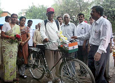 K Unnikrishnan ended his month-long cycle journey a the Gateway of India
