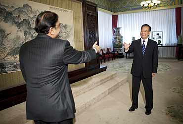Pakistan President Asif Ali Zardari, left, and Chinese Premier Wen Jiabao in Beijing