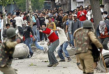 Policemen and Kashmiri protesters face off