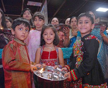 Young Indian American children take part in prayers