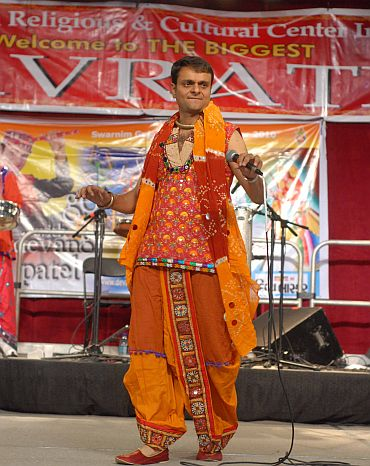 Singer Devang Patel kept the celebrations going