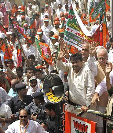 Nitin Gadkari and senior BJP leaders wave towards their supporters as they march towards the Parliament during a protest in New Delhi