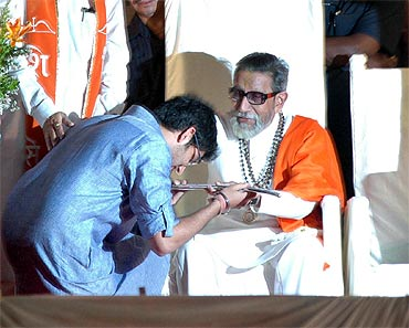 Aditya seeks blessings of his 'grandad' during the Mumbai rally