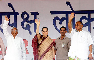 RJD supremo Lalu Prasad, Congress chief Sonia Gandhi and Agriculture Minister Sharad Pawar, erstwhile allies of UPA-I, address a rally in Patna