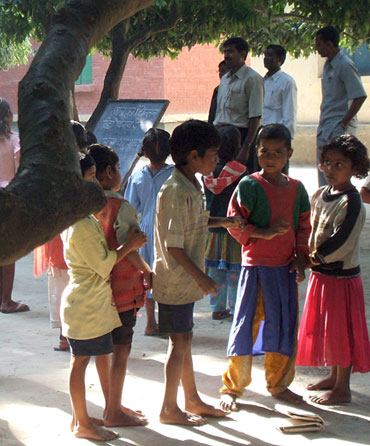 A 2007 photograph of a village school in Islampur, Bihar.
