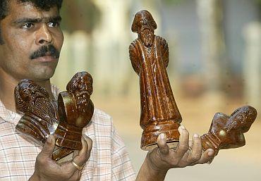 : A street seller hawks clay models of Rabindranath Tagore near a museum in Shaniniketan
