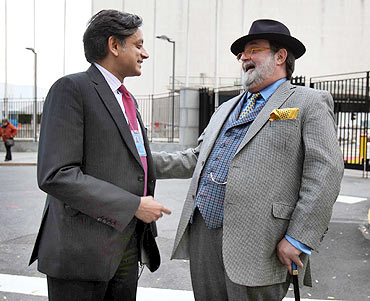 Tharoor speaks to Pakistani ambassador to the UN, Haroon Rashid
