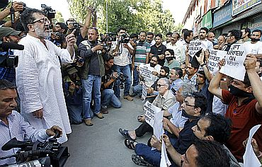 A senior journalist addresses protesting members of the Kashmir-based media in Srinagar