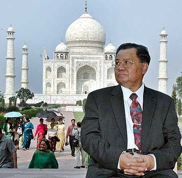 Myanmar's military ruler Than Shwe sits in front of the Taj Mahal in Agra