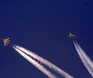 Sukhois flying in formation