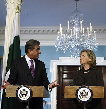 Pakistan Foreign Minister Shah Mahmood Qureshi speaks to US Secretary of State Hillary Clinton during a news conference after the US-Pakistan Strategic Dialogue Plenary Session at the State Department in Washington on October 22