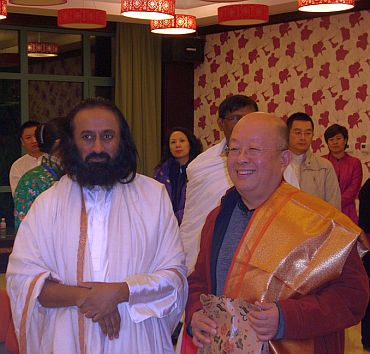 Sri Sri Ravi Shankar with Chang Da Lin, executive director of Buddhism association, World Buddhist peace foundation