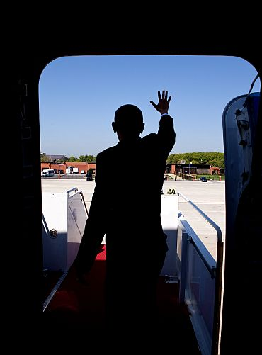 President Obama exits Air Force One, which will bring him to India on November 5