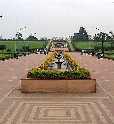 The approachway to Rajghat