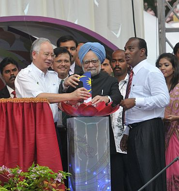 Dr Manmohan Singh and Malaysian Prime Minister Mohd Najib Bin Tun Abdul Razak jointly launching the Little India