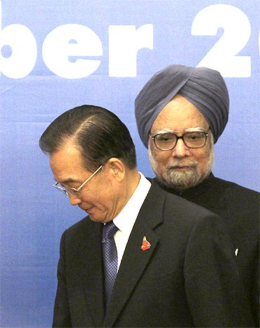 China's Premier Wen Jiabao with Prime Minister Manmohan Singh