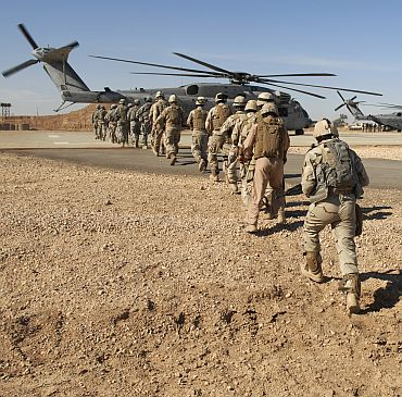 Soldiers of the 1st Iraqi Army and US Soldiers of the 2nd Battalion, 504th Parachute Infantry Regiment, 1st Brigade Combat Team, 82nd Airborne Division, load onto a CH-53 Sea Stallion