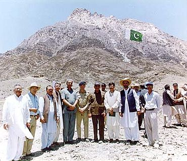 Photo of leaders of the Pakistani nuclear weapon test team and weapons development scientists at the site of the Pakistani 1998 Chagai-I nuclear weapons test