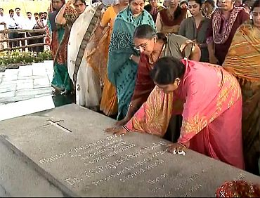 People pay tribute at YSR's final resting place