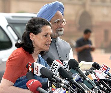 Sonia Gandhi and Prime Minister Manmohan Singh