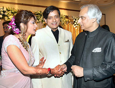 Pakistan High Commissioner to India Shahid Malik greets the newly wedded couple