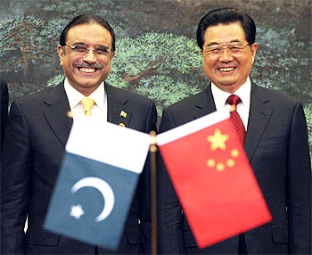 Chinese President Hu Jintao with his Pakistani counterpart Asif Ali Zardari