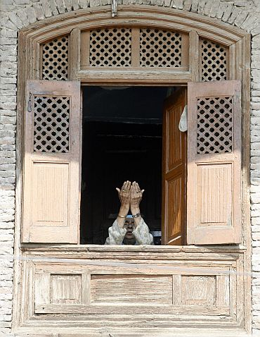 A Kashmiri Muslim woman prays inside a house near Kashmir's grand mosque (Jamia Masjid) during Jumat-ul-Vida in Srinagar September 3