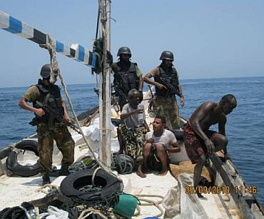 Commandos on board the pirate boat