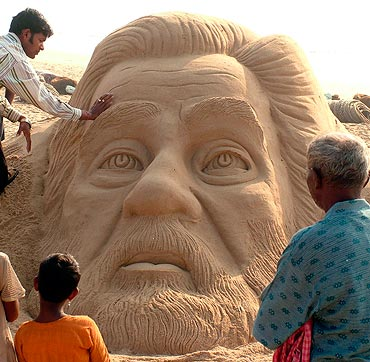 Patnaik adds the final touches to a sand sculpture of executed former Iraqi President Saddam Hussein