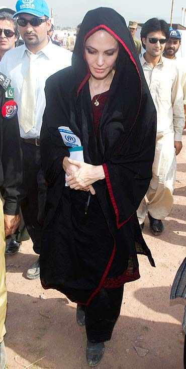 Jolie at the Jalozai flood victim relief camp